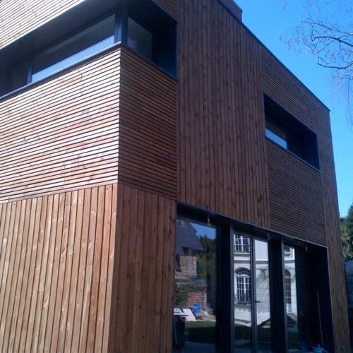 Photo en gros plan d'une maison en bois construite par TB'Home Architecteurs à Paris