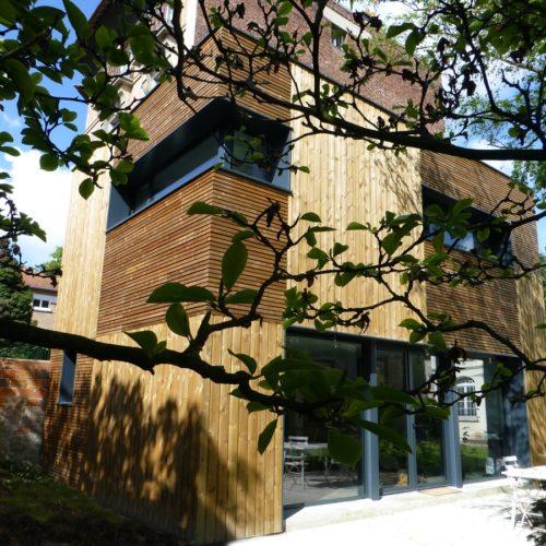Photo couleur de la maison en bois aménagée