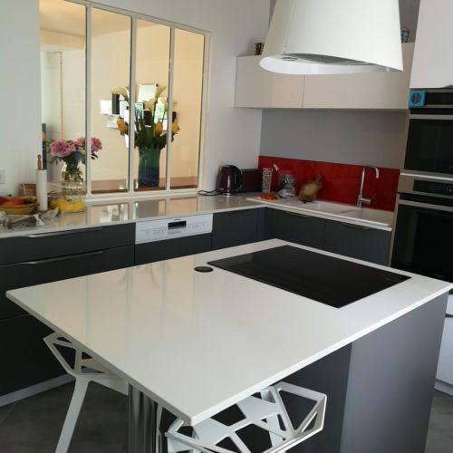 Photo d'une cuisine moderne et équipée réalisée par TB'Home à Paris