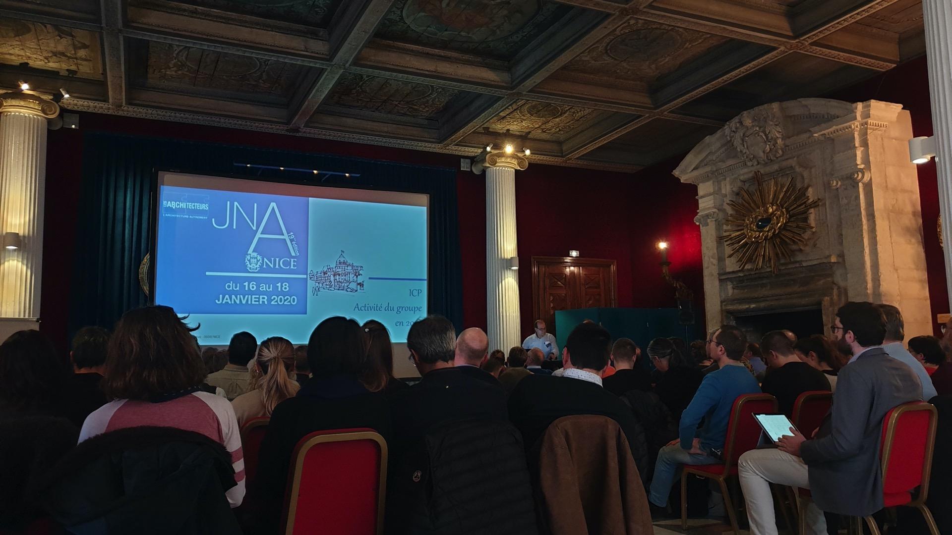 Photo couleurs de l'équipe d'architecteurs réunit pour les JNA 2020