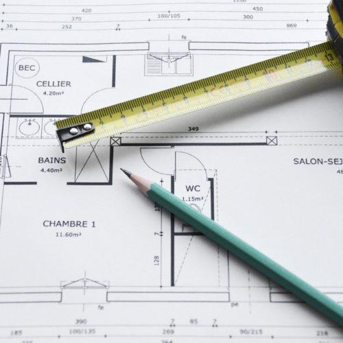 Photo couleur d'un plan d'architecte pour illustrer les compétences de TB'Home Architecteurs