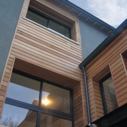 Photo des ouvertures lumineuses construites dans une maison rénovée