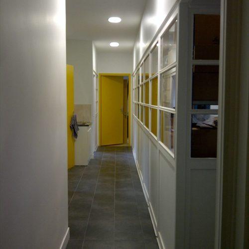 Couloir-interieur-batiment-professionnel