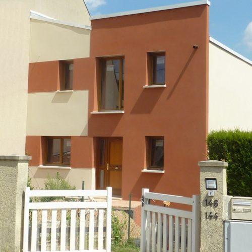 Photo vue rue d'une maison d'architecte neuve